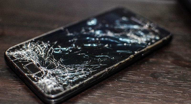 celular quebrado