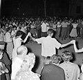 San Feliu (Costa Brava) Mensen dansen sardana op een plein, Bestanddeelnr 254-0866.jpg