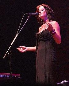 Сара маклахлан выступает в john labatt centre