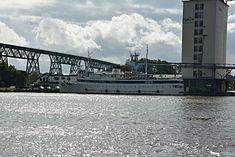 Schleswig-Holstein, Hochdonn, Fähranleger am N-O-Kanal; das Motorschiff Brahe lag dort als Hotelschiff für Wacken Open Air 2015 NIK 5368.jpg