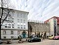 Schule und Hochbunker Humboldtstraße in Hamburg-Barmbek.jpg