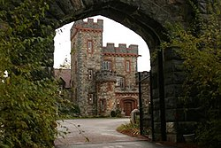 Searles Castle Gate.jpg