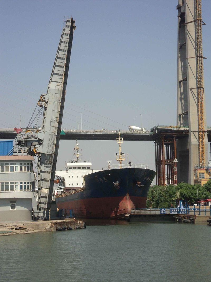 ShipLeavingXingangShiplockEastGate.jpg