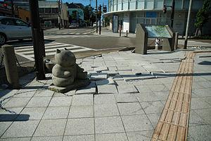 2007 Chūetsu offshore earthquake - Sidewalk of Higashi-honcho, Kashiwazaki