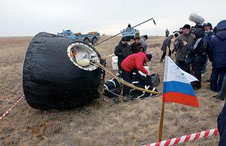 Ed Lu - Image: Soyuz TMA 2 after landing