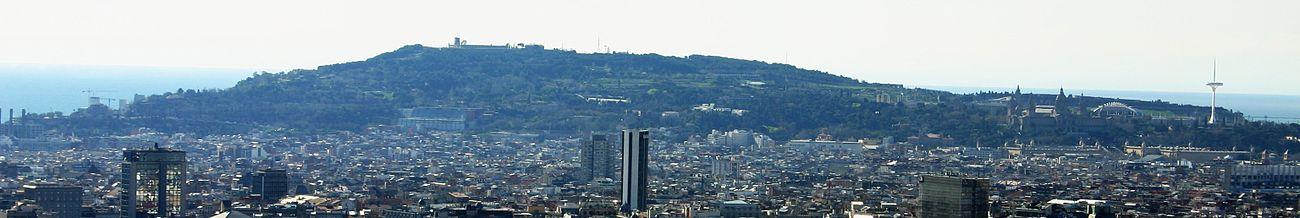 מבט על מונז'ואיק של ברצלונה מכיוון פארק גואל