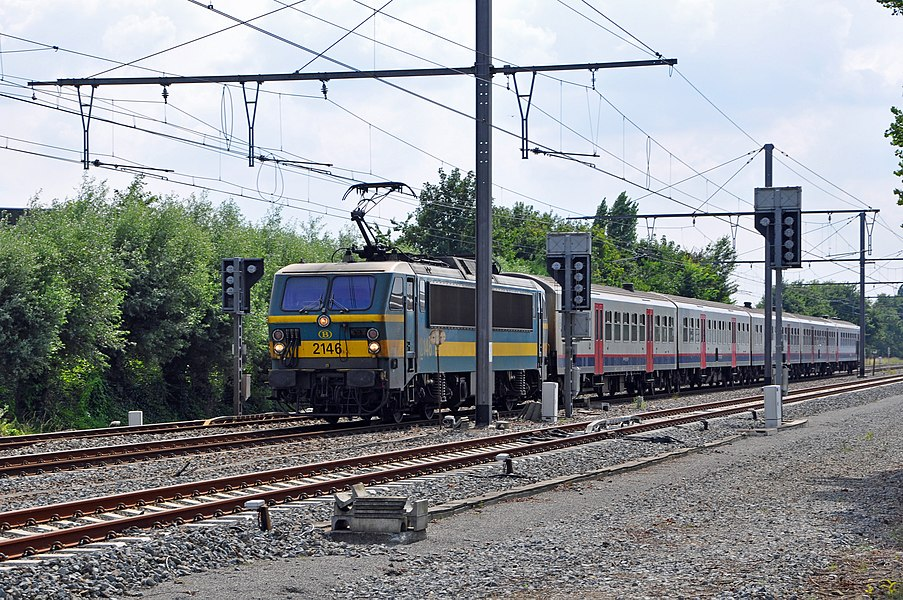 Belgian railway line 66 Bruges-Kortrijk in Loppem (Zedelgem, province of West Flanders, Belgium)