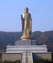 Bouddha du temple du printemps 1.jpg