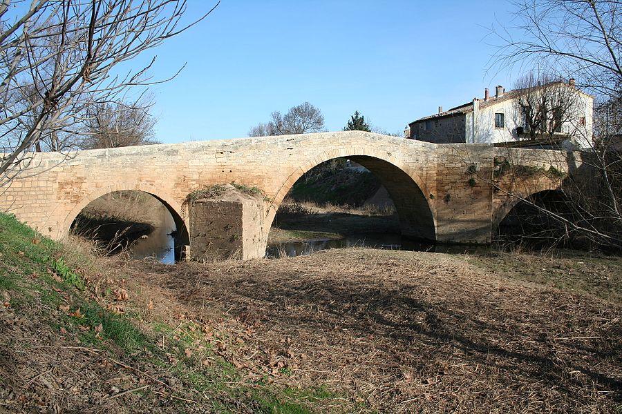 Saint-Thibéry (Hérault) - Pont-Vieux (XVIe - XVIIIe siècle) sur la Thongue.