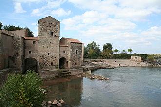 Roman Bridge (Saint-Thibéry) - Nearby water mill
