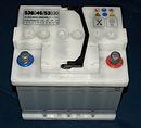 Ein Bleiakku, wie er als Starterbatterie in Autos verwendet wird.