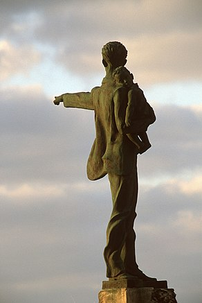 Statue of Jose Marti and Elian Gonzales.jpg