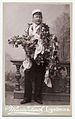 Studentporträtt av Olle Faleij iförd studentmössa och behängd med blommor - Nordiska Museet - NMA.0000076.jpg