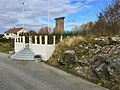 Telavaag - Minnestein monument 1940-1945 døde i fangenskap (WWII memorial) - Voa, Tælavåg, Sund, Sotra, Hordaland, Norway - 2017-10-23 d.jpg