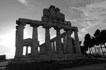 Tempio di Cerere in bianco e nero.JPG