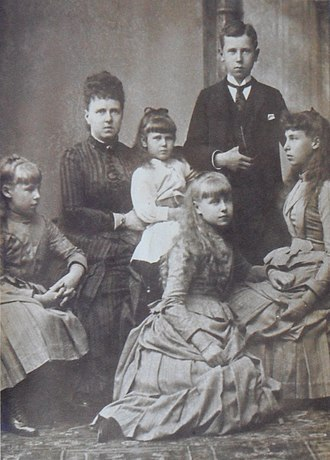 Princess Victoria Melita of Saxe-Coburg and Gotha - The Duchess of Edinburgh with her children. From left to right: Princess Alexandra, Grand Duchess Maria, Princess Beatrice, Princess Marie, Prince Alfred and Princess Victoria Melita