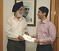 The Minister of State (Independent Charge) for Youth Affairs & Sports, Dr. M.S. Gill presenting the cash award to Beijing Olympic Gold Medalist (Shooting), Shri Abhinav Bindra, in New Delhi on September 18, 2008.jpg