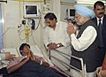 The Prime Minister, Dr. Manmohan Singh interacting with the bomb blast victims, at Yashoda Hospital, in Hyderabad on February 24, 2013. The Chief Minister of Hyderabad, Shri Kiran Kumar Reddy is also seen.jpg