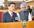 The Prime Minister of Thailand, Mr. Abhisit Vejjajiva and the Prime Minister, Dr. Manmohan Singh interacting with the media at the ceremonial reception, at Rashtrapati Bhawan, in New Delhi on April 05, 2011.jpg