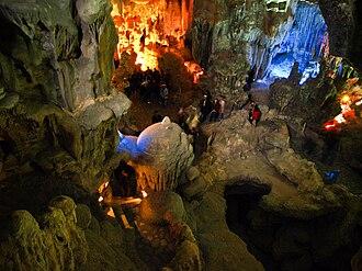 Hạ Long Bay - Thien Cung grotto