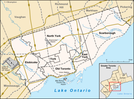 Map of Toronto with major traffic routes. Also shown are the boundaries of six former municipalities, which form the current City of Toronto Toronto map.png