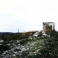 """Torre di Satriano vista dalla distanza, """"incorniciata"""". (Tito - Basilicata).jpg"""
