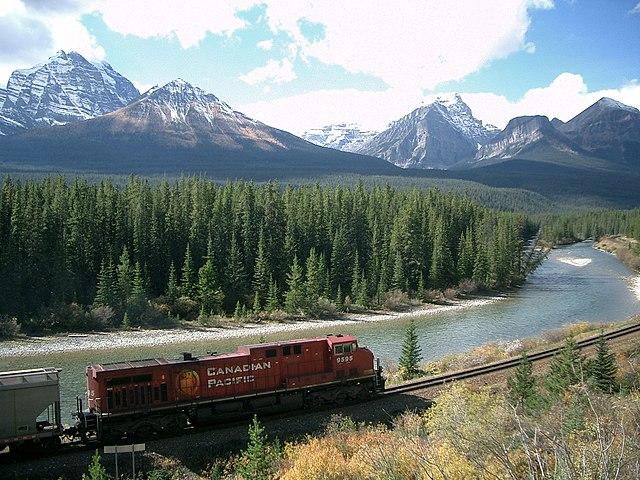 Train dans les Montagnes Rocheuses aux Etats-Unis.
