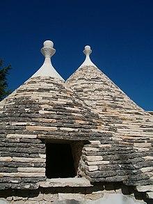 Trullo wikipedia for Foto di case mediterranee