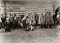 Tschechow, Anton - Den neuangekommenen Sträflingen werden Fußketten angeschmiedet (Zeno Fotografie).jpg