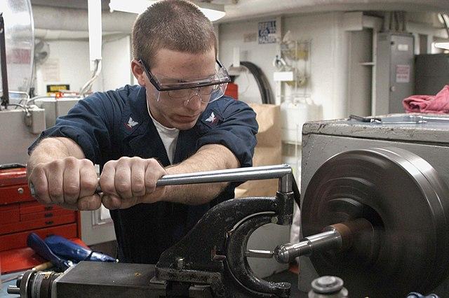 File Us Navy 030227 N 9403f 006 Machinery Repair Aboard