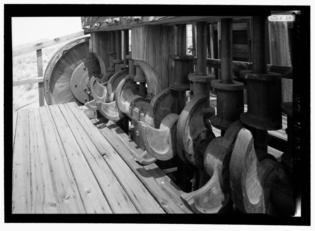 File:VIEW OF CAMS AND WEIGHTS WEST SIDE TOP LEVEL - Lost Horse Gold Mill, Twentynine Palms, San ...