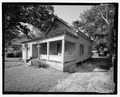 VIEW OF FRONT LOOKING NORTHWEST - 930 Oak Street (House), Waycross, Ware County, GA HABS GA-2224-1.tif