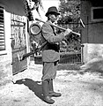 V goro gre drva delat. Jože Kos, Stranj 14, Gorenje Vrhpolje. Ima na sebi sveder, žago, sekiro, cepin, putrh 1952 (3).jpg