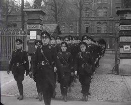 Bestand:Vertrek van de 5e Mussertcompagnievoor opname in de nachrichtentruppe van de Luftwaffe - Spiegel der beweging nr. 19, item 4 51489.webm