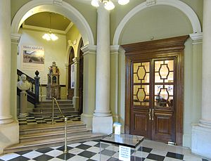 Victoria Art Gallery - Image: Victoria Art Gallery, Bath, foyer
