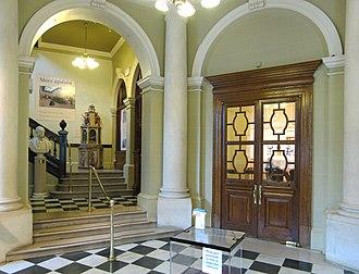 Victoria Art Gallery - Image: Victoria Art Gallery, Bath, foyer