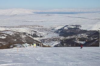 Tsaghkadzor ski resort - View of Tsaghkadzor and Lake Sevan from the second ski run