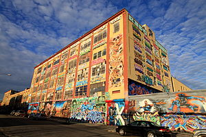 5 Pointz - Front and side of 5 Pointz