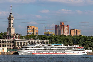 Viking Akun in Moscow North River Terminal 23-may-2014.jpg