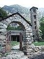 Vista de l'entrada al recinte de l'església de Santa Coloma , Andorra, 2.jpg