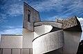 Vitra Design Museum in Weil am Rhein mit verschmutzer Fassade (1994).jpg