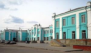 Вид на ртищевский вокзал со стороны привокзальной площади (2007)