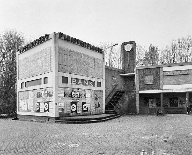 File:Voorzijde met dichtgetimmerd gebouw - 's-Heerenberg - 20332789 - RCE.jpg