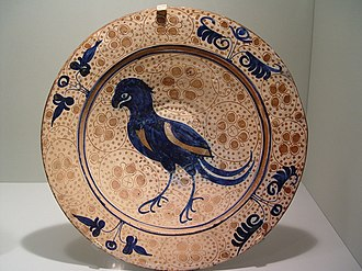 Manises - Dish with a bird, 1430–1450. Diameter: 36 cm (14 in.)
