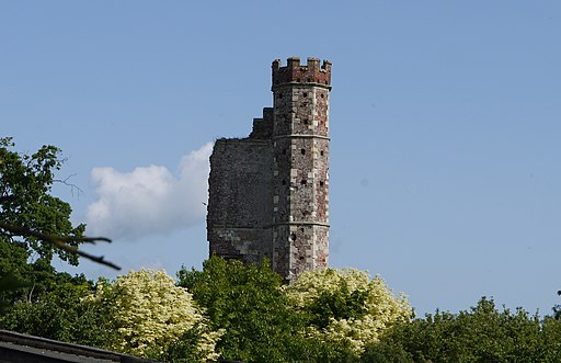 Warblington castle tower from churchyard cropped