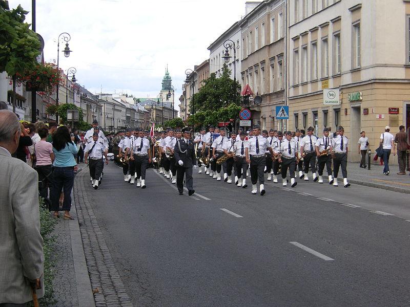 File:Warsaw parade Orchestra 2.JPG