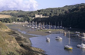 Watermouth Castle - Image: Watermouth Bay and Castle, Devon geograph.org.uk 1534396