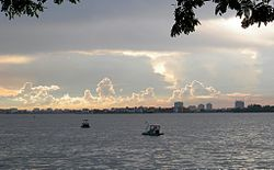 West Lake (Hanoi).jpg