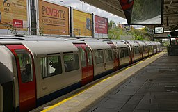 Willesden Junction station MMB 01 1972 stock