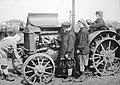 Женщины-трактористки у трактора Интернационал (1929).jpg